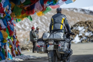 Joe passing 5248 meters above sea level, the highest mountain pass on the China-Nepal-Friendship Highway.